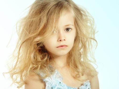 20785893 - portrait of pretty little girl. fashion photo